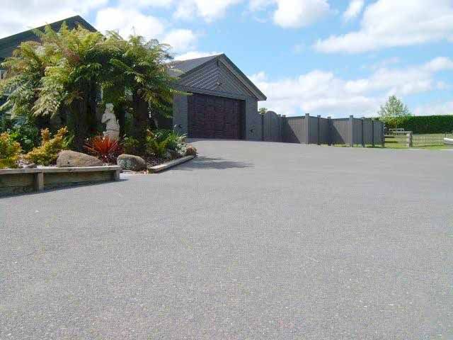 plain exposed aggregate concrete driveway Whakatane Pebble - Black Oxide